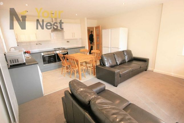 Thumbnail Flat to rent in No Summer Rent!!!! Ash Road, Headingley, Leeds