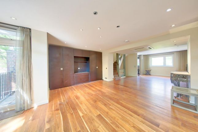 Thumbnail Flat to rent in Woodsford Square, London