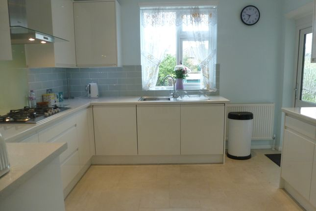 Thumbnail Semi-detached house to rent in Great West Road, Isleworth