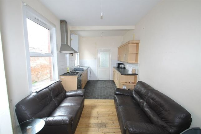 Thumbnail Property to rent in Westcotes Drive, Leicester