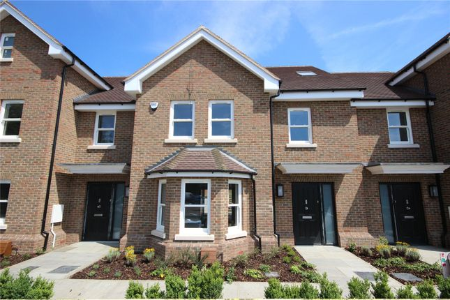 Thumbnail Terraced house for sale in The Harrow, Luton Road, Harpenden, Herts