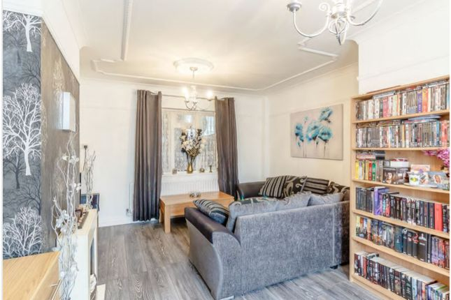 Living Room of Ronfearn Avenue, Orpington BR5