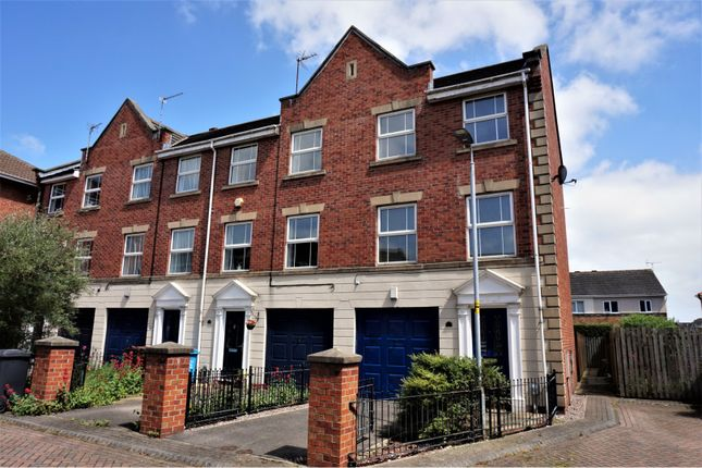 Thumbnail Town house for sale in Lock Keepers Court, Hull