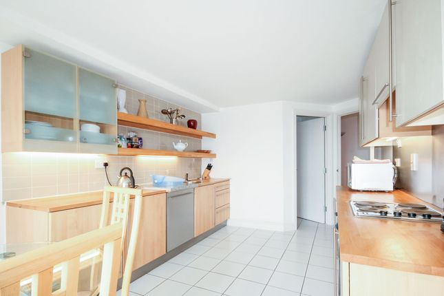 Thumbnail Flat to rent in Pier Point Building, 10 Westferry Road, Millenium Harbour, Canary Wharf, London