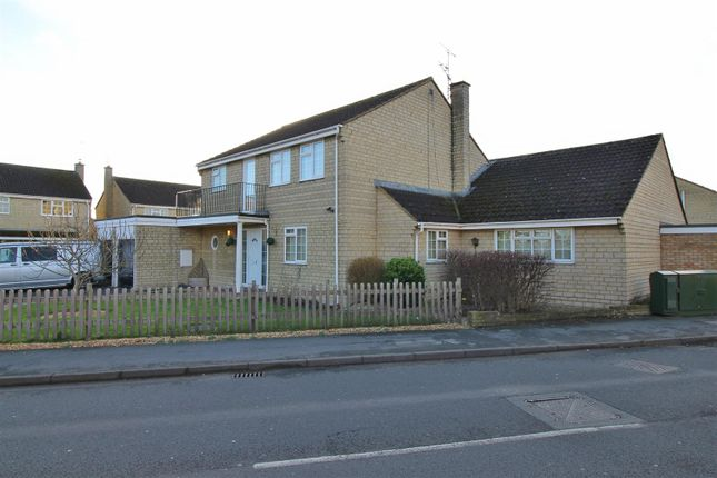 5 bed detached house for sale in Thames Avenue, Greenmeadow, Swindon