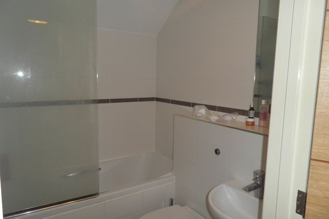 Bathroom 2 Of 7 Kingsmead View High Wycombe Buckinghamshire HP11