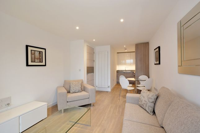 Thumbnail Flat to rent in Whiting Way, London