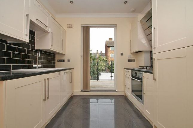 Thumbnail Terraced house for sale in Median Road, London