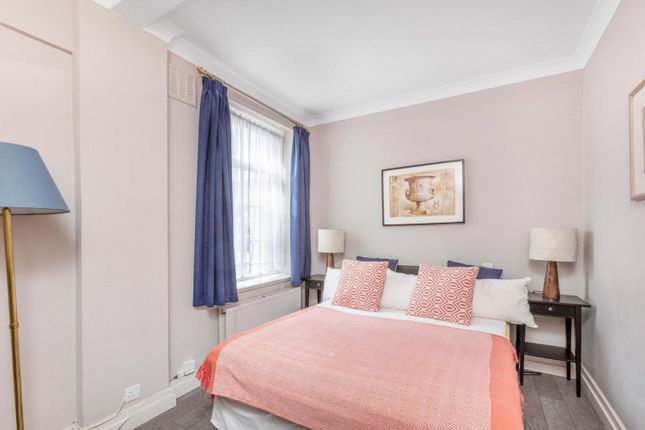 Bedroom of St Georges Court, Brompton Road SW3