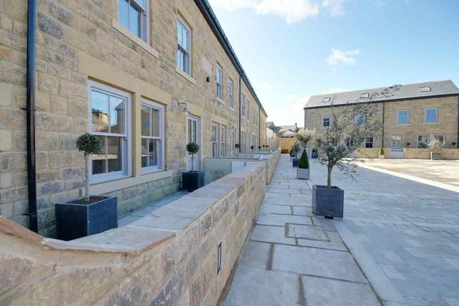 Thumbnail Terraced house to rent in Devonshire Square, Harrogate