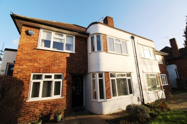 2 bed maisonette to rent in Hampton Court Way, Thames Ditton KT7