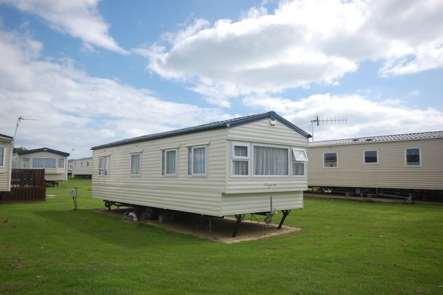 2 bed mobile/park home for sale in Peters Place, Selsey, Chichester