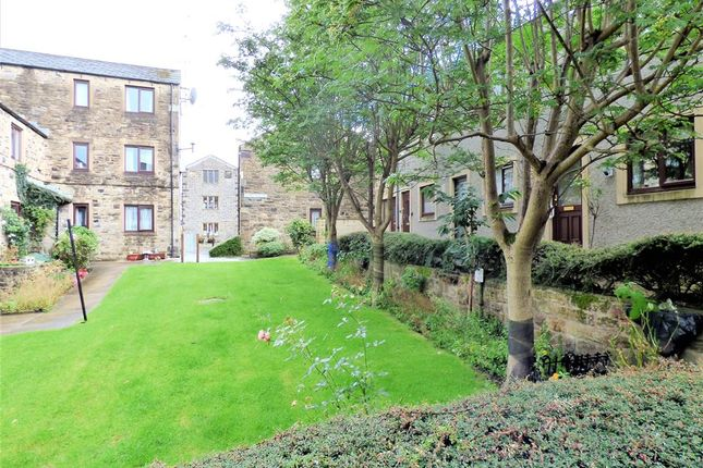 Thumbnail Town house for sale in Albert Square, Skipton