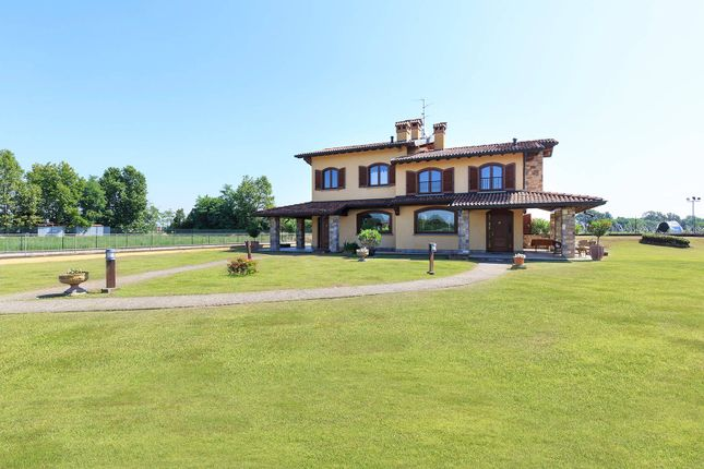 Villa for sale in Spirano, Bergamo, Lombardia