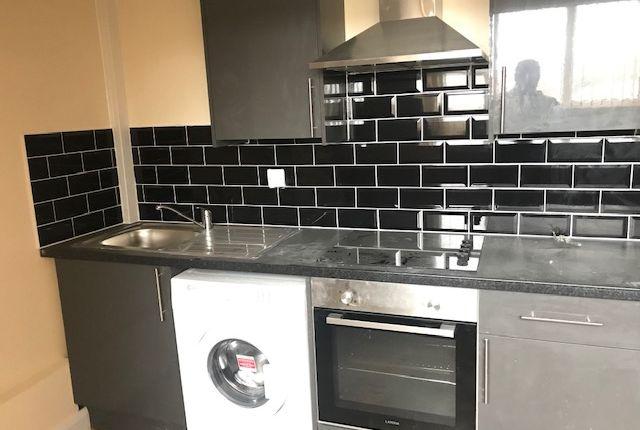 Thumbnail Flat to rent in Roundhay Road, Leeds, Roundhay