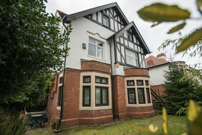 2 bed flat to rent in Palace Place, Llandaff, Cardiff CF5