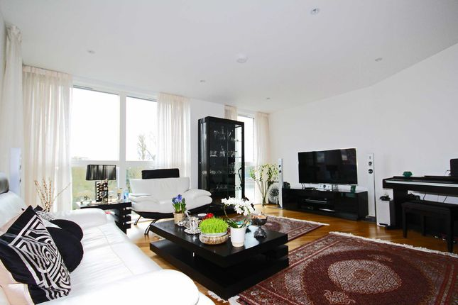 Thumbnail Flat to rent in High Street, Brentford
