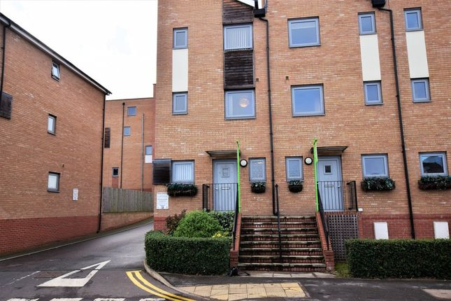 Thumbnail Town house to rent in Hawkins Road, Colchester
