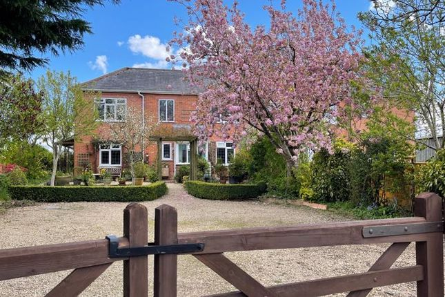 Thumbnail Semi-detached house for sale in Mile Elm, Calne