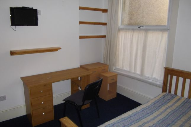 Thumbnail Shared accommodation to rent in 15 Hawthorne Avenue, Swansea