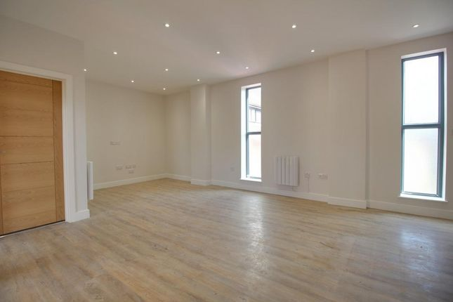 Thumbnail Flat for sale in 32 Reading Road South, Fleet