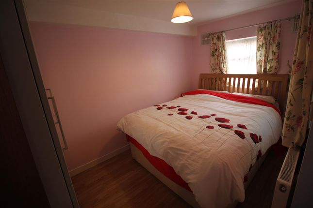 Bedroom of Queens Road, Southall UB2