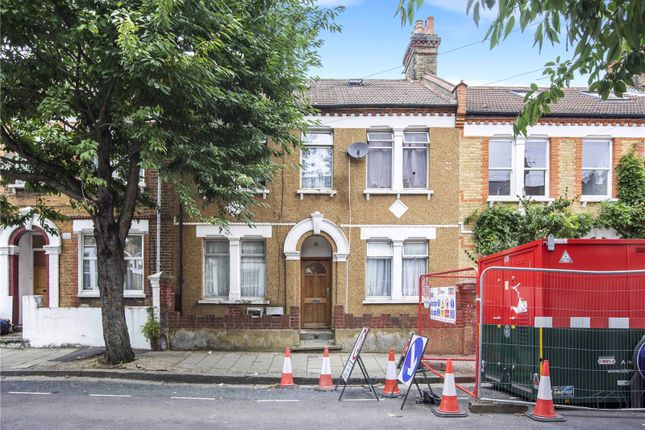 3 bed flat for sale in Hilsea Street, London E5