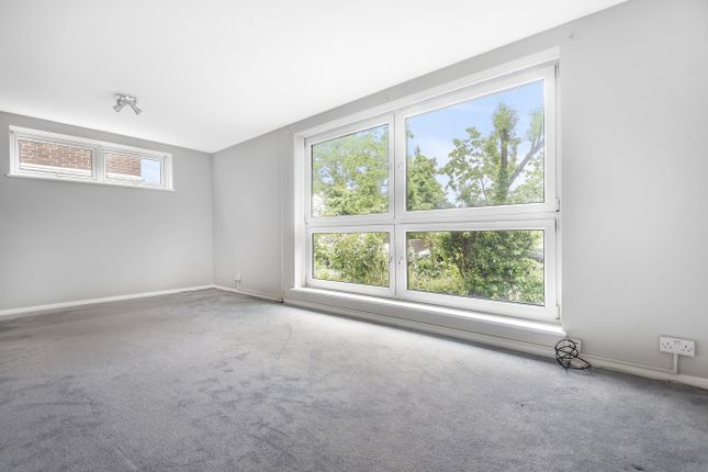 Thumbnail Flat for sale in Iona Close, London