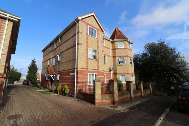 Thumbnail Flat for sale in Recreation Road, Colchester