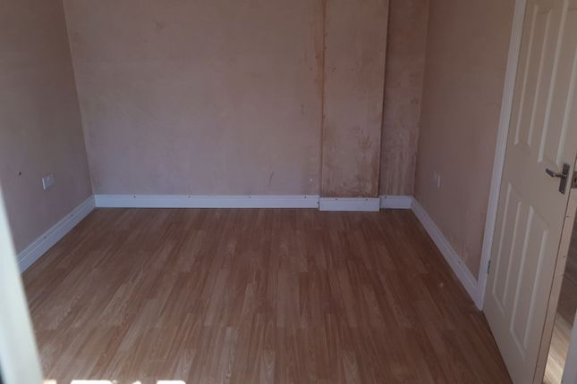 Thumbnail Flat to rent in Warrington Avenue, Slough