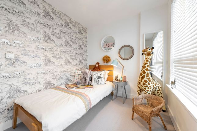 3 bedroom flat for sale in Thames Reach, London