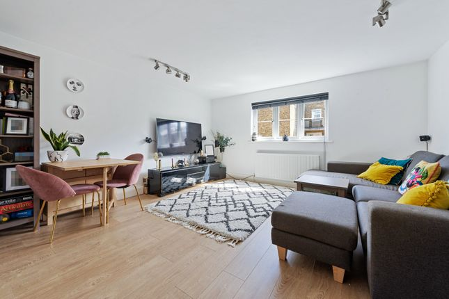 2 bed flat for sale in Kiver Road, London N19