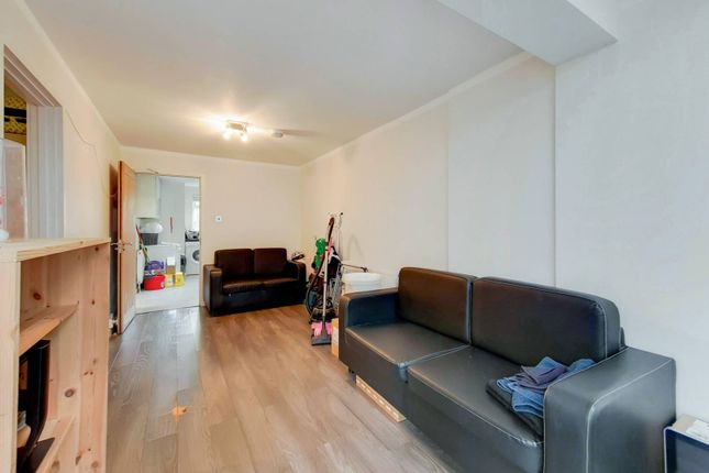 Thumbnail Flat to rent in Ray Walk, Holloway, London