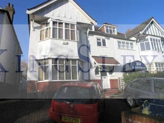 Studio to rent in Queens Road, London