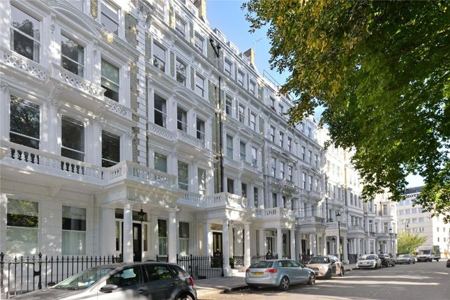 Thumbnail Flat for sale in Courtfield Gardens, London