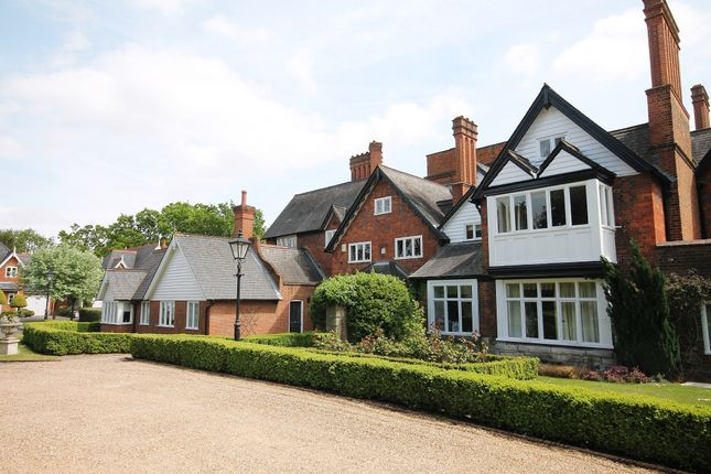 Thumbnail Flat to rent in Devey Close, Kingston Upon Thames, Surrey