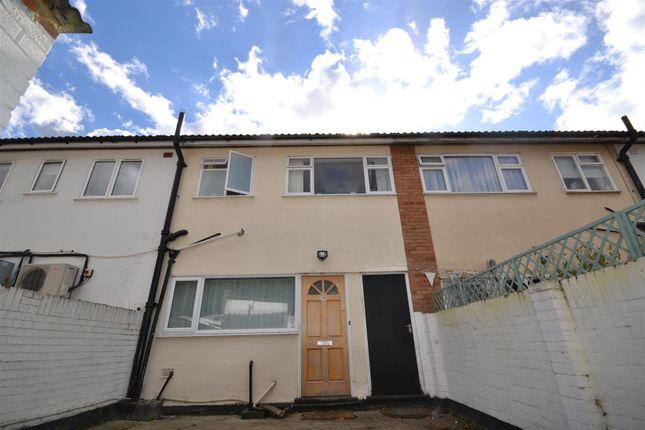 Thumbnail Flat to rent in Maldon Road, Great Baddow, Chelmsford