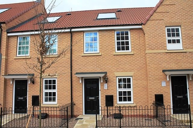 Thumbnail Property to rent in Dickinson Walk, Beverley