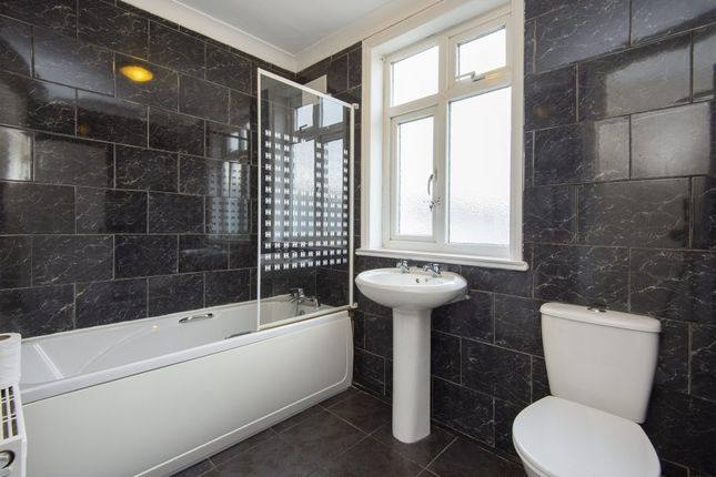 1 bed flat to rent in Brentwood Road, Romford, Essex RM1