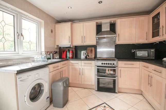 3 bed flat to rent in Delverton Road, London