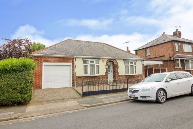 2 bed bungalow to rent in Warren Avenue, Stapleford, Nottingham NG9