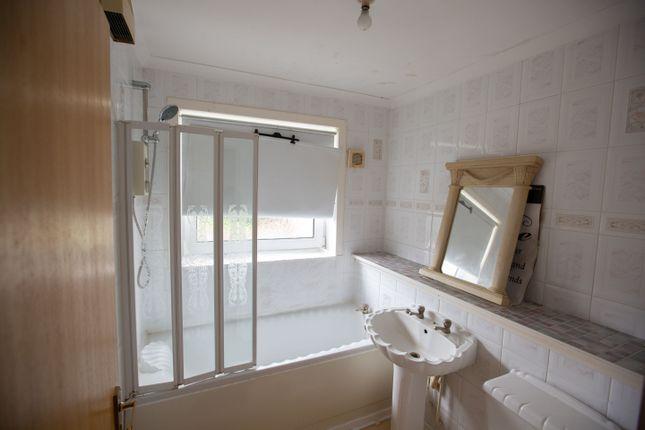 Bathroom of Torriden Court, Coatbridge ML5