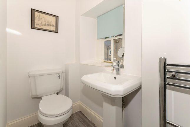Hf - Downstairs WC