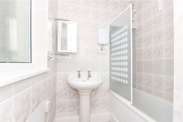 Bathroom of Honiton Road, Reading, Berkshire RG2