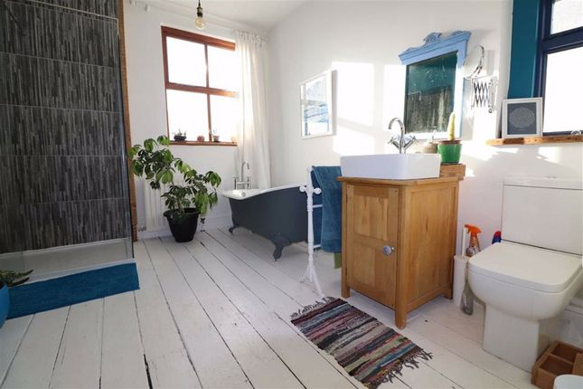 Family Bathroom of Cambrian Terrace, Borth, Ceredigion SY24