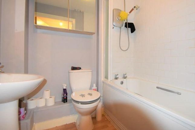 Bathroom of Flat 21 Poppyfields, 1 Bullar Road, Southampton SO18