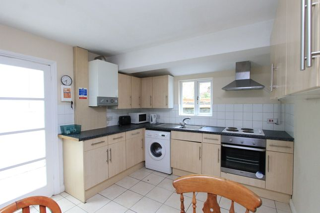 Thumbnail Terraced house to rent in Roedale Road, Brighton