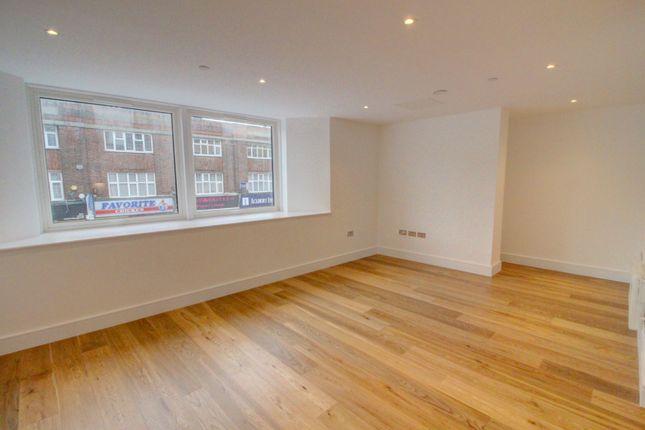 Living Area of High Street, Slough SL1