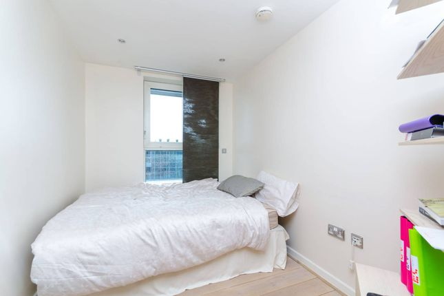 Thumbnail Flat to rent in Fountain House, Imperial Wharf, London