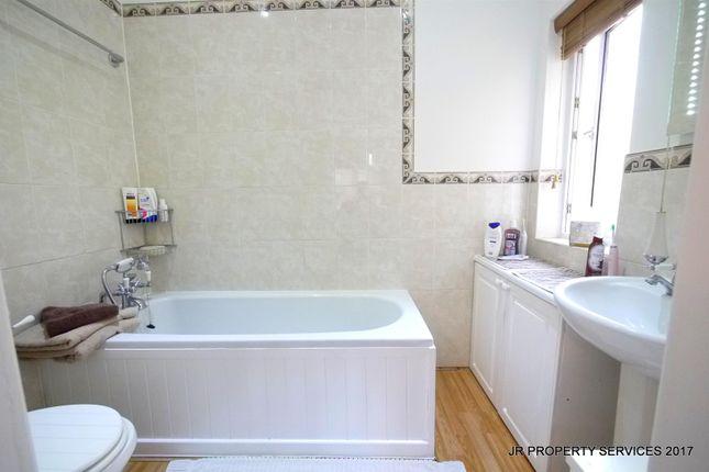 En-Suite of Southbrook Drive, Cheshunt, Waltham Cross EN8